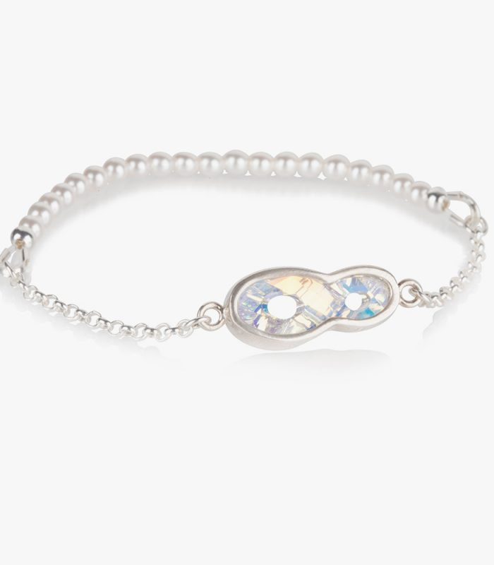 Beautiful handmade sterling silver bracelet with a white (Shiro) crystal and pearls on an elastic string. Easy to wear, due to the elastic string there isn't a clasp needed. Put it on and ready to go, no struggle with a clasp and no help needed to put it on. If the bracelet turns on your wrist then the pearls show beautifully.